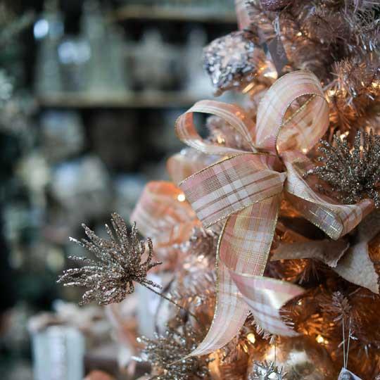 Boucle de Noël rose à carreaux