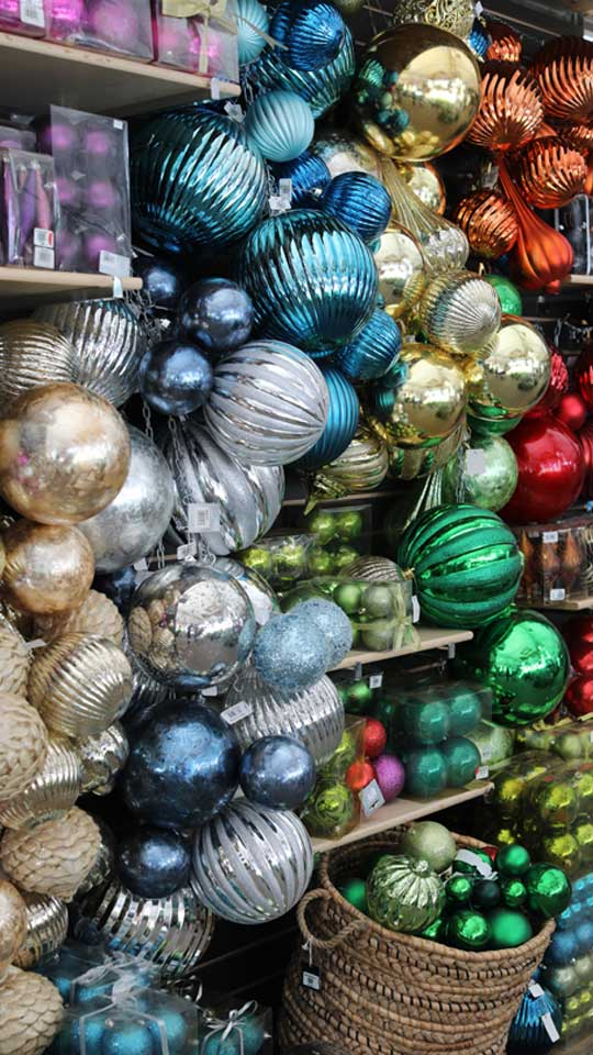 Boules de Noël colorées et brillantes