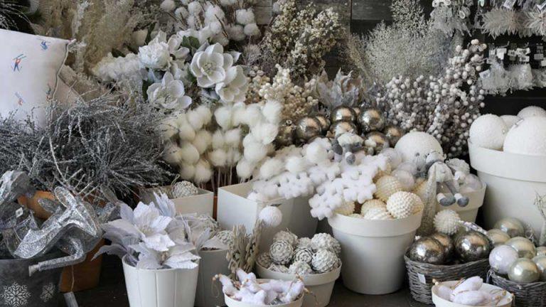 Décorations pour sapins de Noël argent et blanc