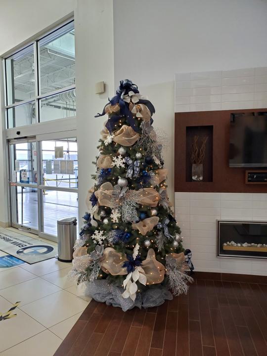 Service d'installation de décorations de Noël commercial