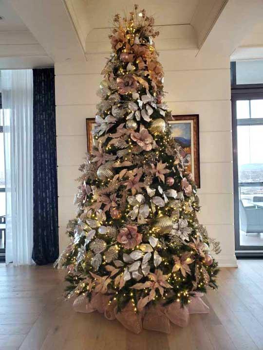 Un sapin de Noël personnalisé pour votre entreprise